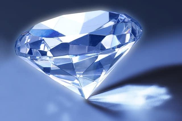 identify a synthetic diamond